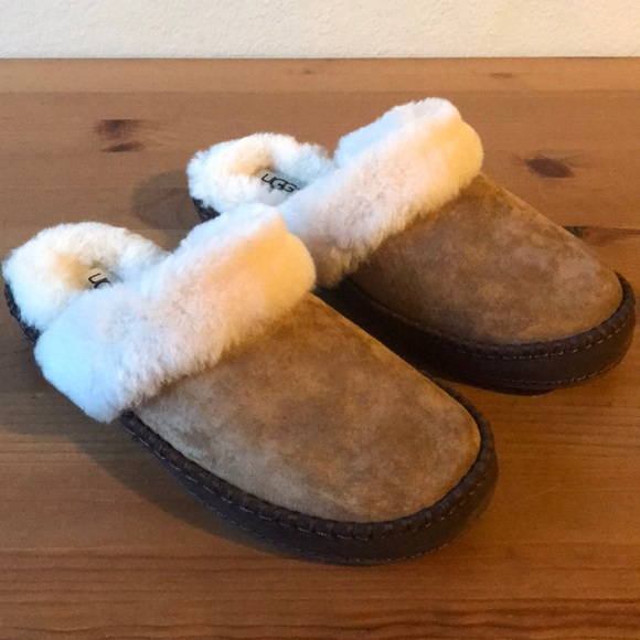 a57d379a886 ❣️HP 10/25❣️UGG Women's Aira Fur Trimmed Slipper NWT